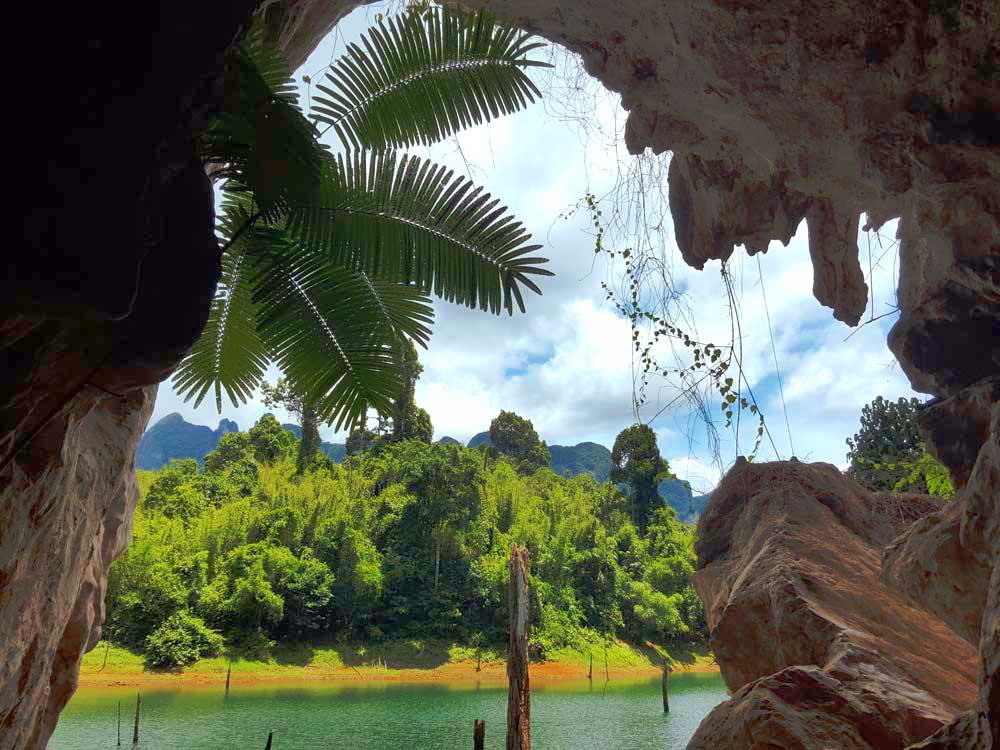 KHAO SOK LAKE<br /> Full Day<br /> <em>Breathtaking Cheow Lan Lake – The Highlight of Khao Sok</em>